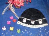 Cappellino unisex fatto a mano ad uncinetto blu e bianco misto lana