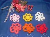 N° 12 applicazioni fiore realizzate ad uncinetto colori assortiti