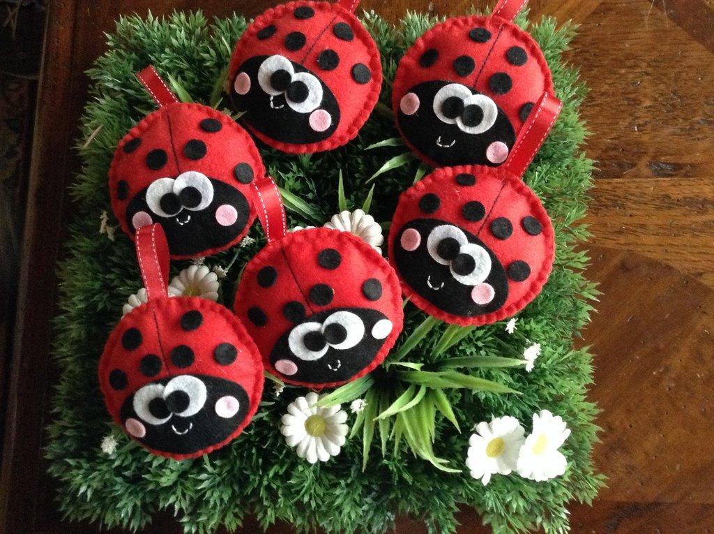 Bomboniera portachiavi magnete compleanno comunione battesimo coccinella