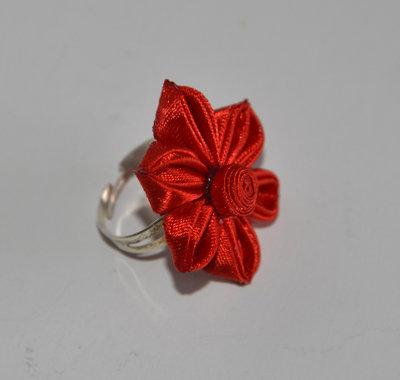 Anello rosso kanzashi