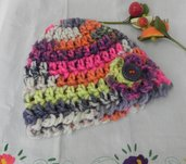 Cappello berretto donna realizzato ad uncinetto multicolore misto lana