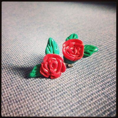 Orecchini Roselline in fimo perno e farfallina