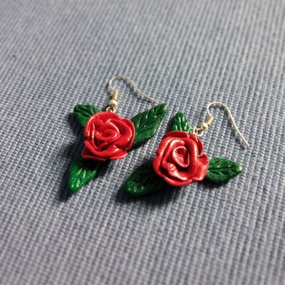 Orecchini pendenti Rose Rosse in fimo