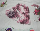 Cappello berretto donna-teenager realizzato ad uncinetto multicolore misto lana con fiore
