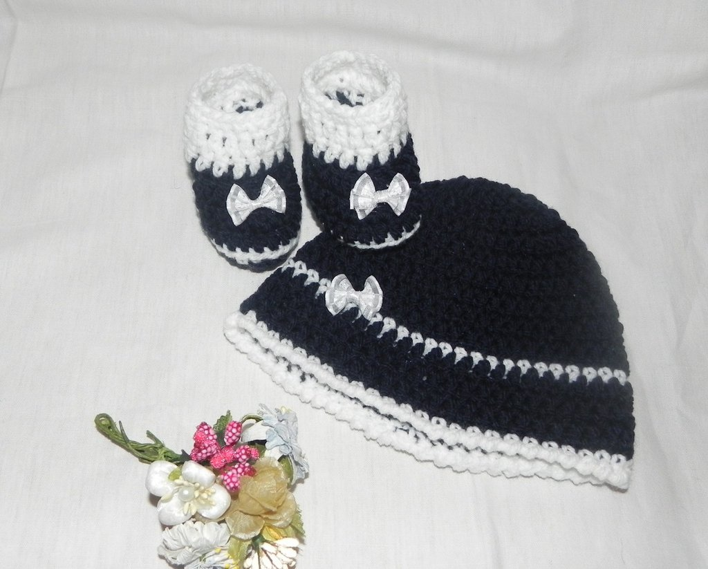 Scarpine e cappellino bebè unisex misto lana blu + bianco con fiocco in organza