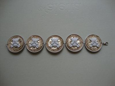 Bracciale oro riciclo Nespresso con miniatura di orsetti  in ceramica
