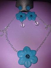 parure in fimo con fiori azzurri