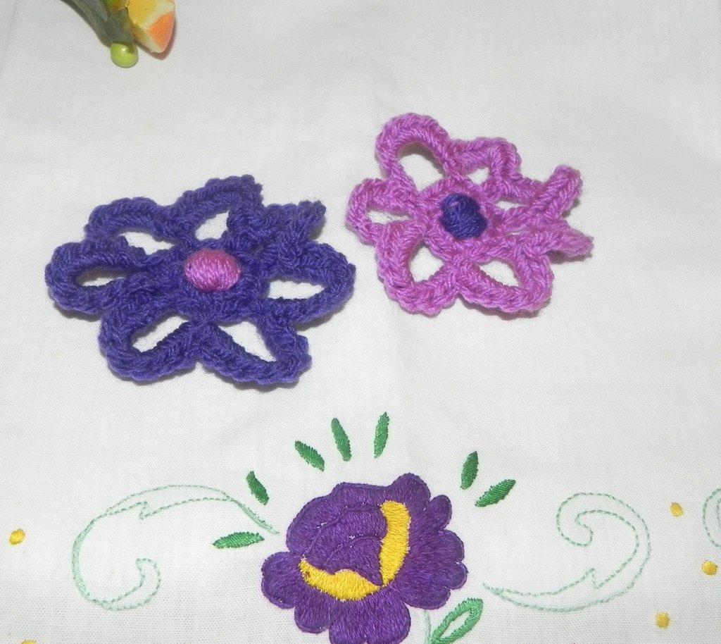 N° 10 applicazioni fiore realizzate ad uncinetto 2 varianti