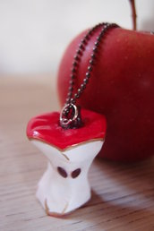 Collana mela, ciondolo in fimo torsolo di mela, mela color rosso, collana stile vintage, collana handmade