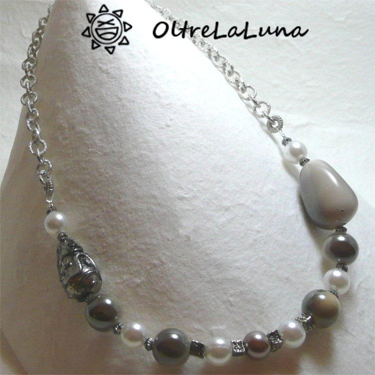 Collana con catena argentata resine beige e perle