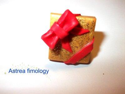 anello pacco regalo dorato
