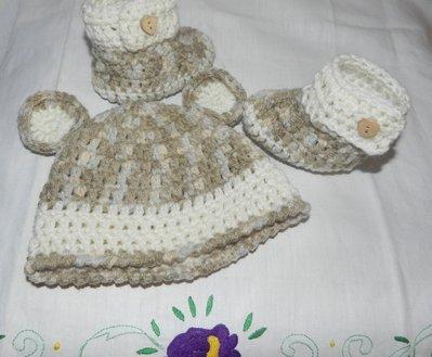 Scarpette  e cappellino bebè unisex misto  lana con sfumature particolari