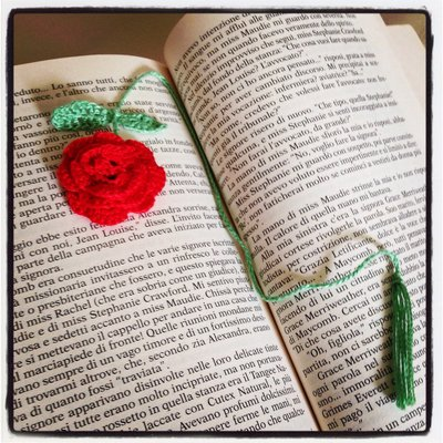 Segnalibro con rosa rossa, fatto a mano all'uncinetto amanti dei libri