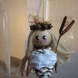 Tre bamboline, ninfe, angioletti: decorazioni natalizie fatte con materiali naturali