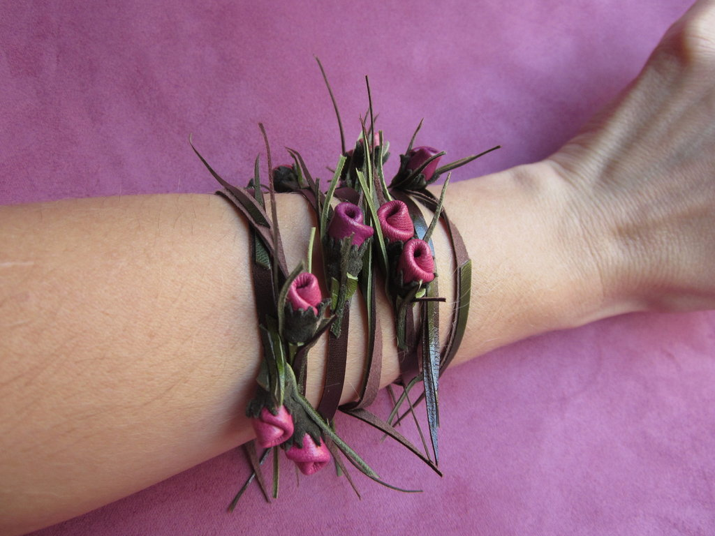 Bracciale in pelle con rosette rosa medio e rosa scuro: CONNIE n. 12