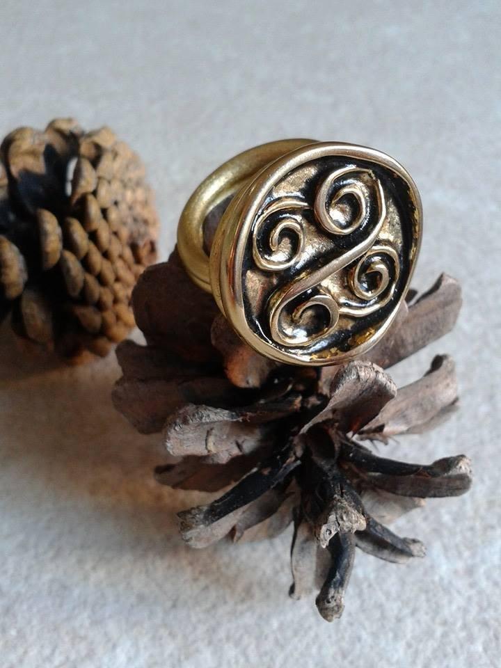 Anello con piccole spirali