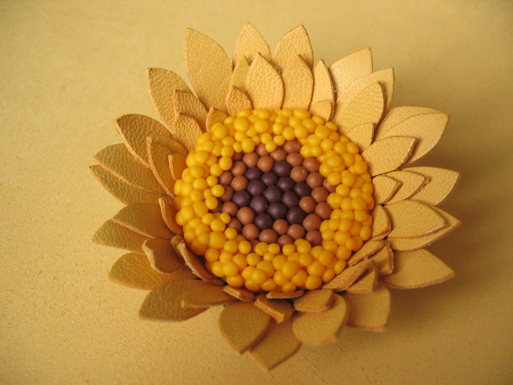 Spilla girasole in pelle 'MARGOT'