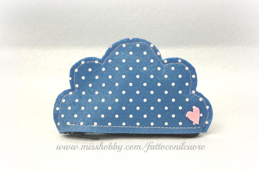 borsellino nuvola in feltro azzurro a pois firmato fattoconilcuore