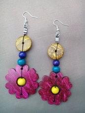 Orecchini pendenti in perle di legno coloratissimi