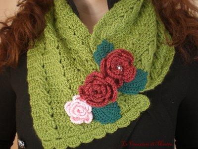 sciarpa scaldacollo in lana uncinetto e rose