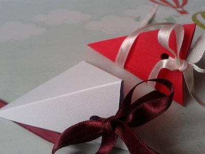 Scatoline porta confetti rosse e bianche per matrimoni, lauree, anniversari e occasioni varie senza nastrino