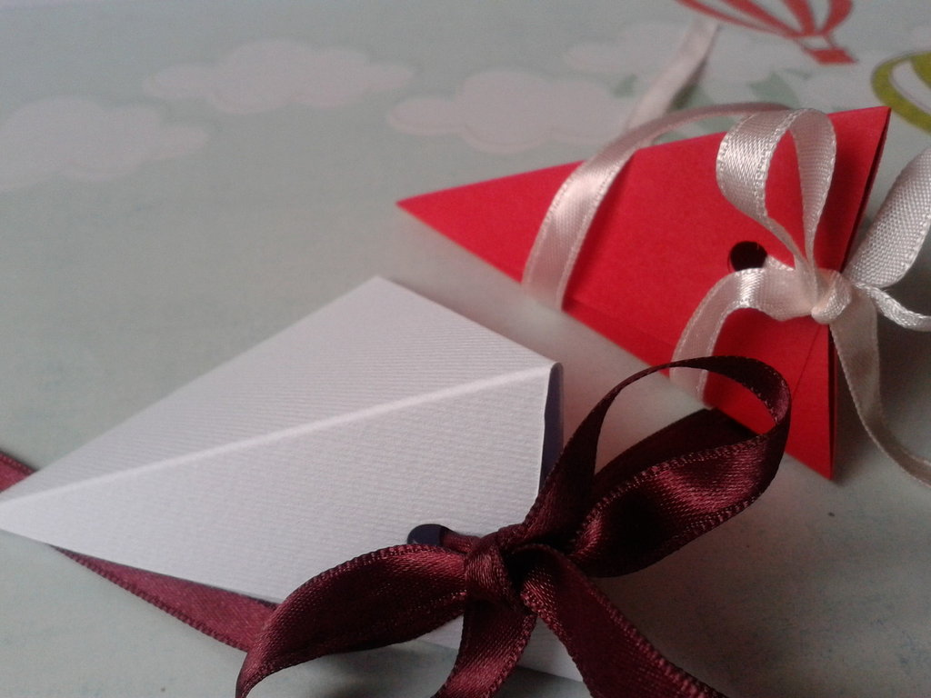 Scatoline porta confetti rosse e bianche per matrimoni, lauree, anniversari e occasioni varie