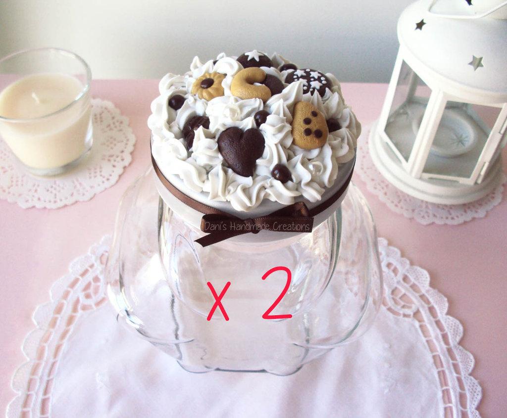 2 Barattoli porta-biscotti decorati con panna e biscotti in fimo