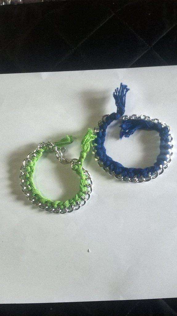 bracciale  con catena e filo di cotone colorato