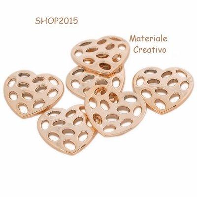 Connettori pendenti a  cuore in plastica 3,6x3,3 cm forati