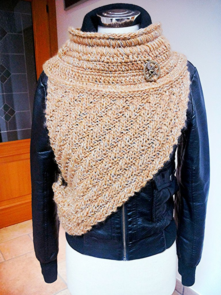 sciarpa hunger games ispirato in lana katniss con ghiandaia imitatrice