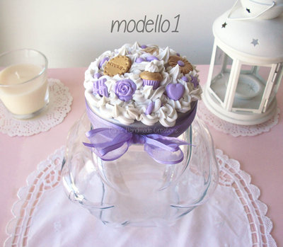 Barattolo porta-biscotti decorato con panna e dolci lilla in fimo