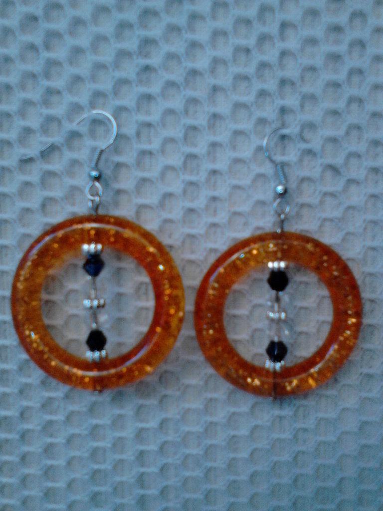 Orecchini a cerchio sintetico arancione con glitter