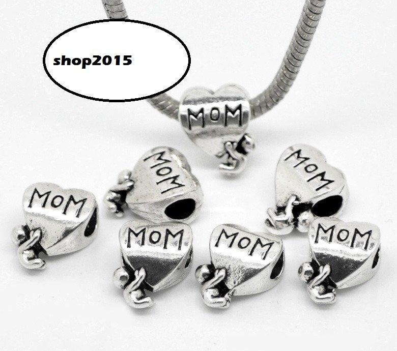 perla cuore scritta mom con bambino a foro largo 14×11 mm