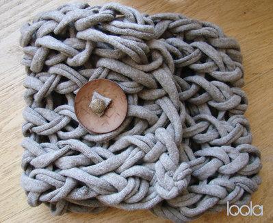 """scaldacollo in fettuccia lavorato con il metodo """"arm knitting"""""""