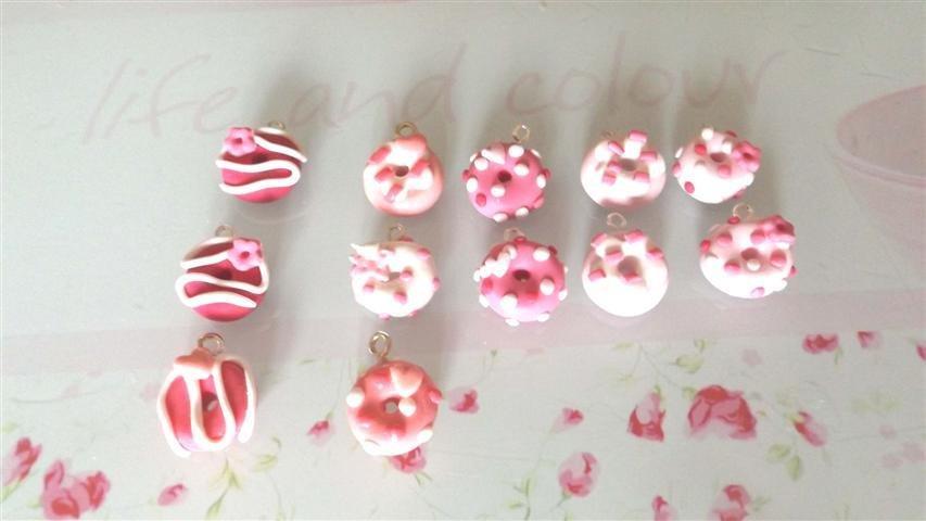 CIONDOLO FIMO - CIAMBELLA DONUTS - rosa e sfumature - una a scelta per creazione di orecchini, collana, bracciale, braccialetto
