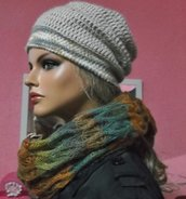 cappello di lana fatto all'uncinetto