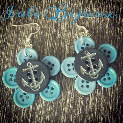 Orecchini con bottoni blu stile marinaro