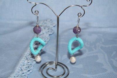 Orecchini artigianali fatti a mano ametista, perla di fiume e resina - idea regalo