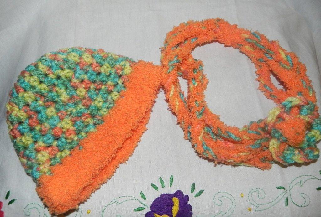 Scaldacollo-collana e cappellino bambina misto lana
