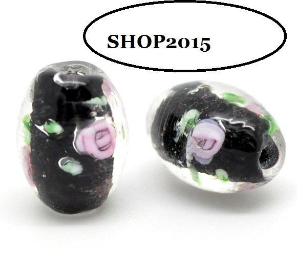 Perla ovale in vetro nero con fiore rosa 14×10mm