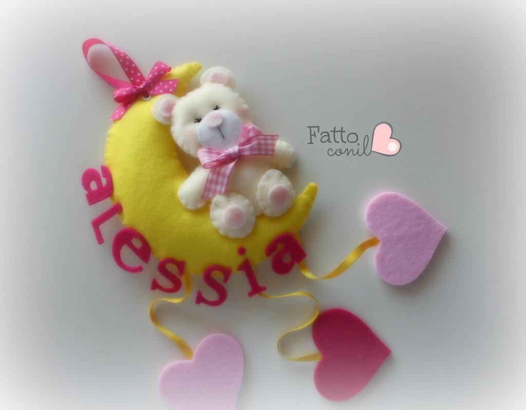 fiocco nascita orsetto con luna gialla in feltro realizzata da fattoconilcuore