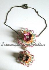collana con fiori in filo di zucchero