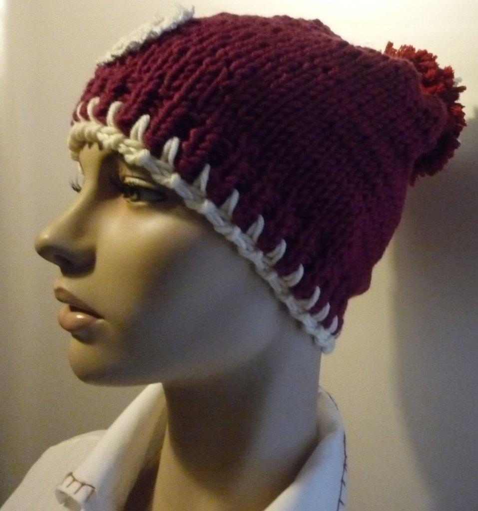 Cappello Donna in lana con pon pon e decorazione