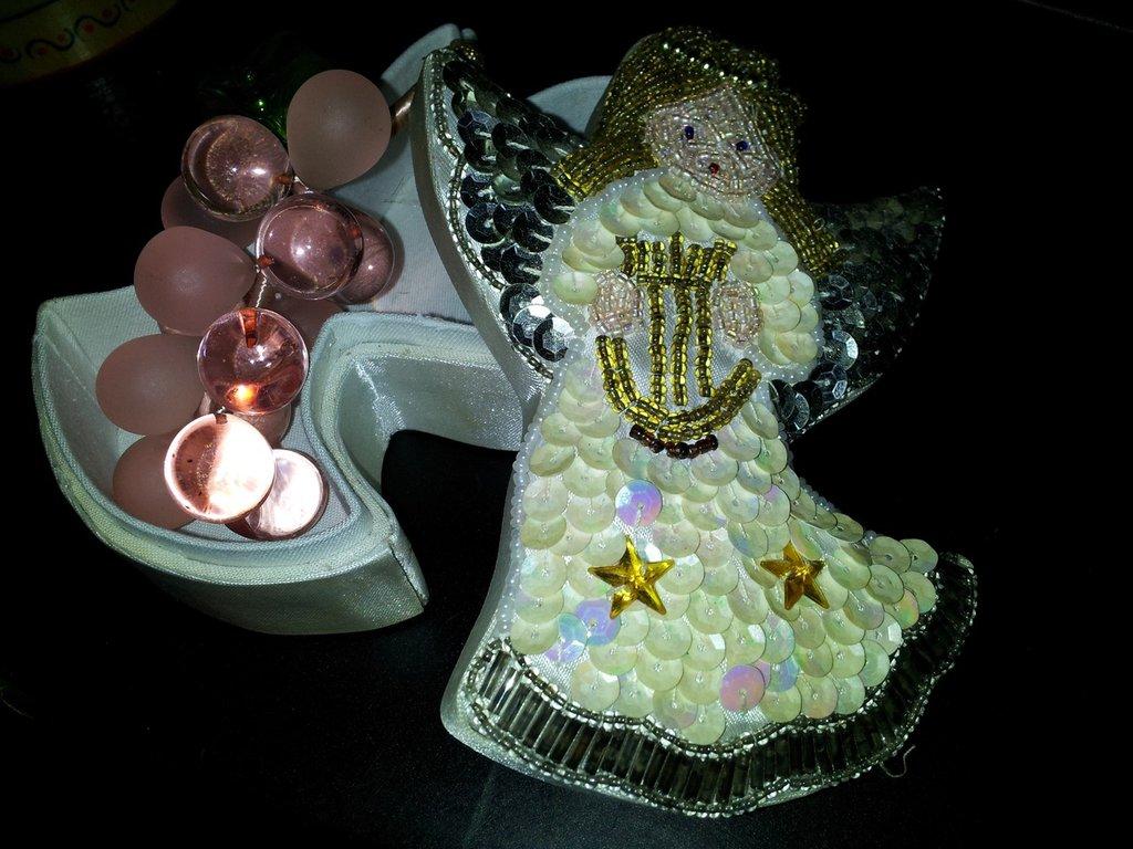 Angelo , scatola ricamata con paiette e perline