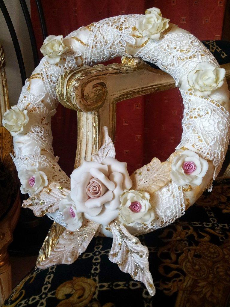 Ghirlanda ,  romantica in organza  pizzo e rose