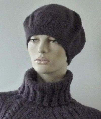 Basco donna con decorazione in lana