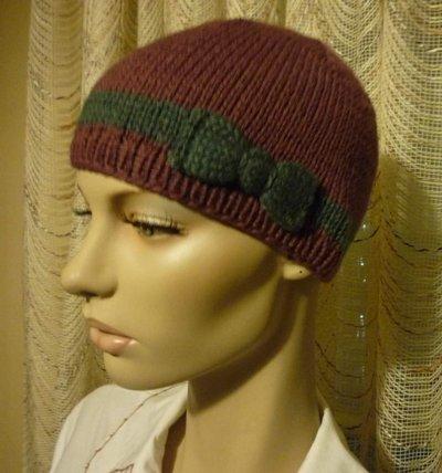Cappellino realizzato a mano con decorazione