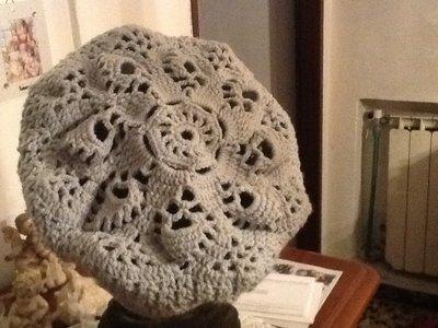 Cappello all'uncinetto in lana