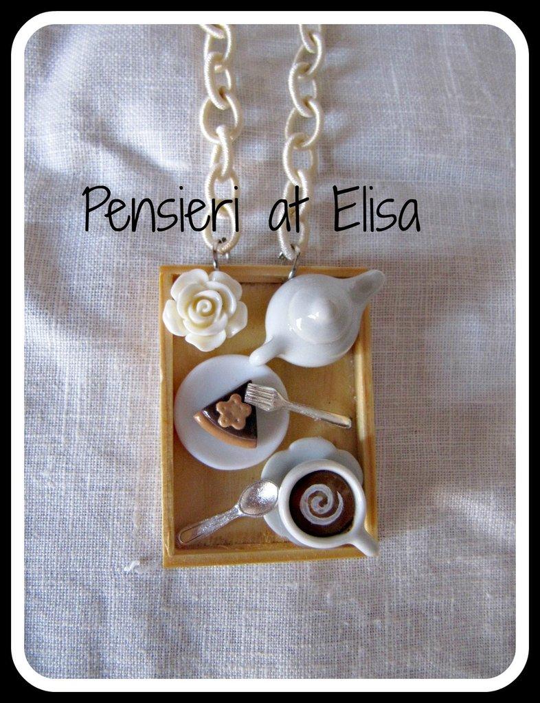 Collana vassoio legno colazione con dolci in fimo - linea crema - cappuccino e torta al cioccolato