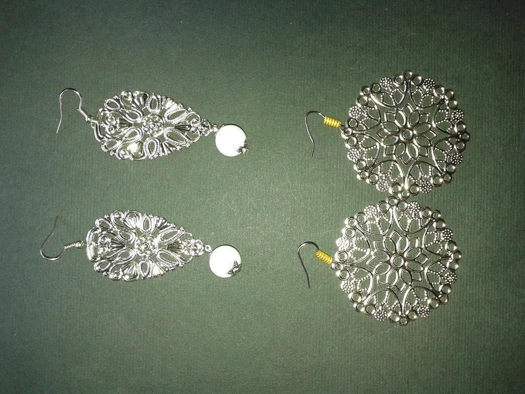Orecchini Pendenti foglia Filigrana colore argento con sciarpina in alluminio color oro fatti a mano Stock rivendita